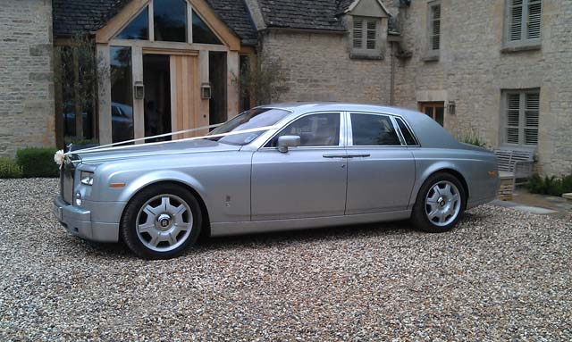 Luxurious wedding car hire