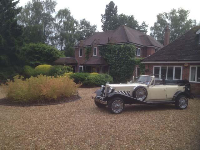 vintage wedding car for wedding car hire birmingham