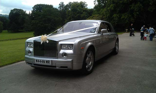 Single silver white Rolls Royce car hire