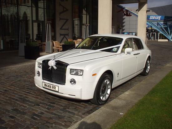 White Rolls Royce wedding car for prestige wedding cars Birmingham