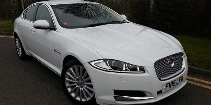 Manns Limo Jaguar XF (white) luxury car hire